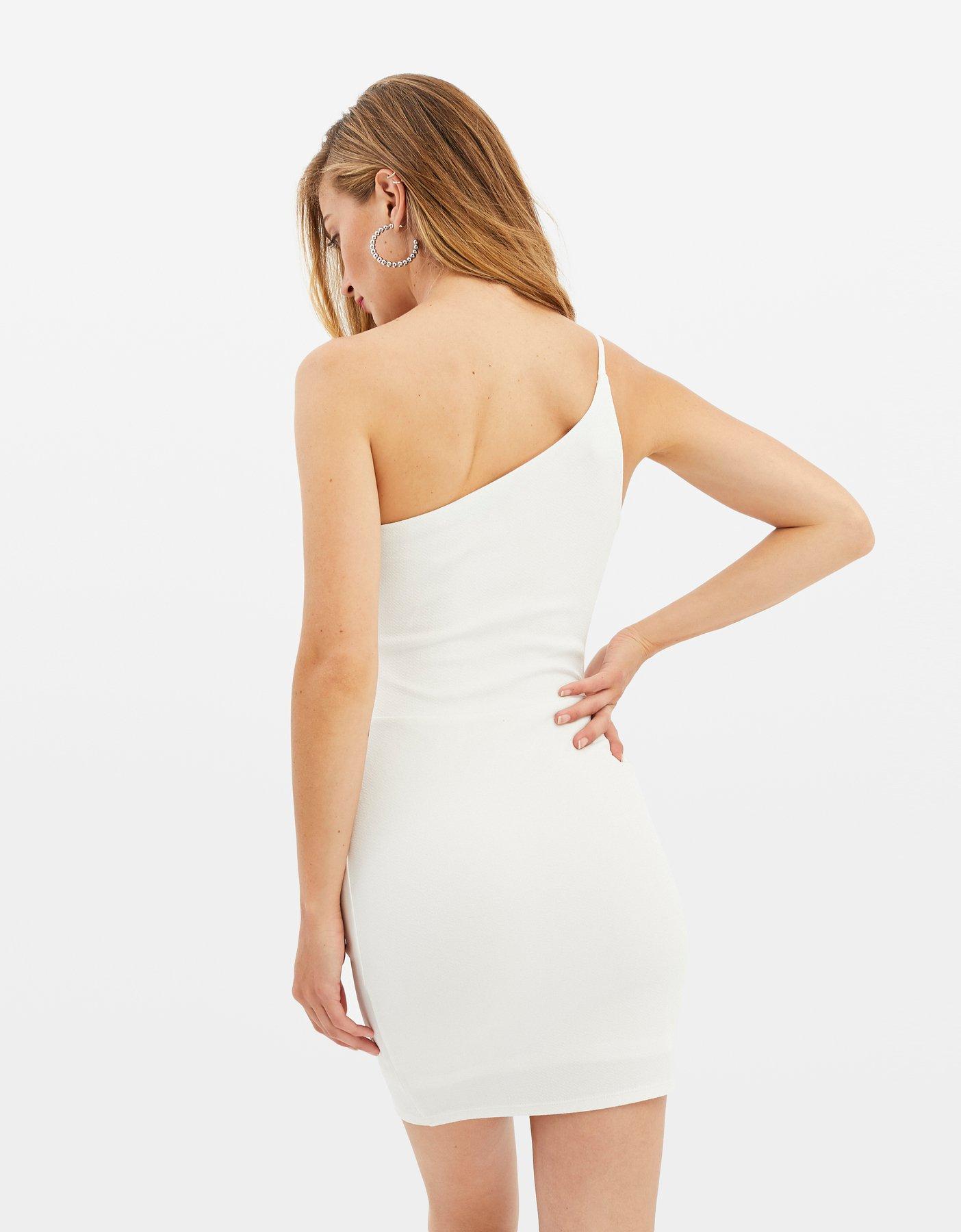Robe Blanche Asymétrique