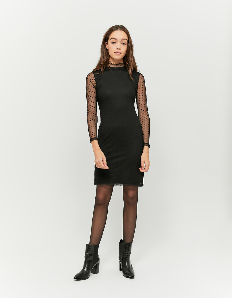 Schwarzes Kleid aus Maschenmaterial
