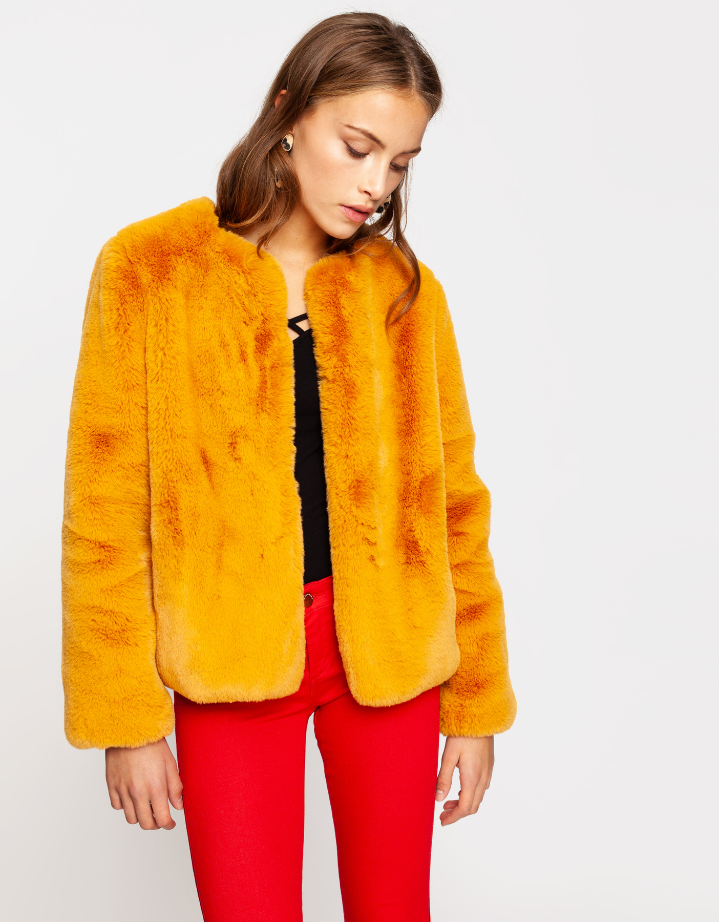 Gelbe flauschige Jacke