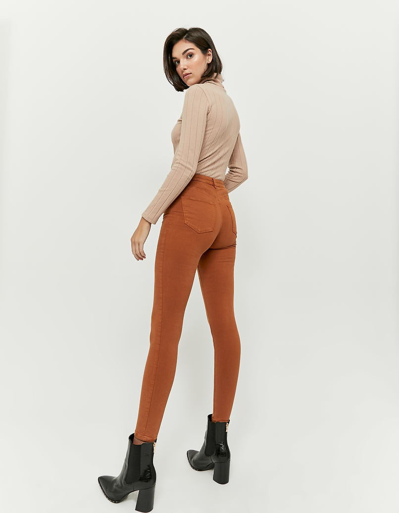 Koniakowe spodnie Skinny z wysokim stanem