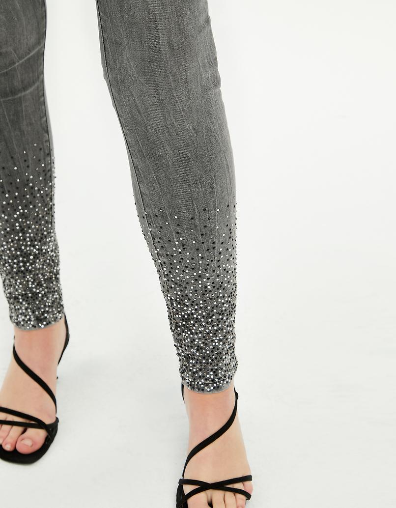 High Waist Skinny Jeans mit Nägeln