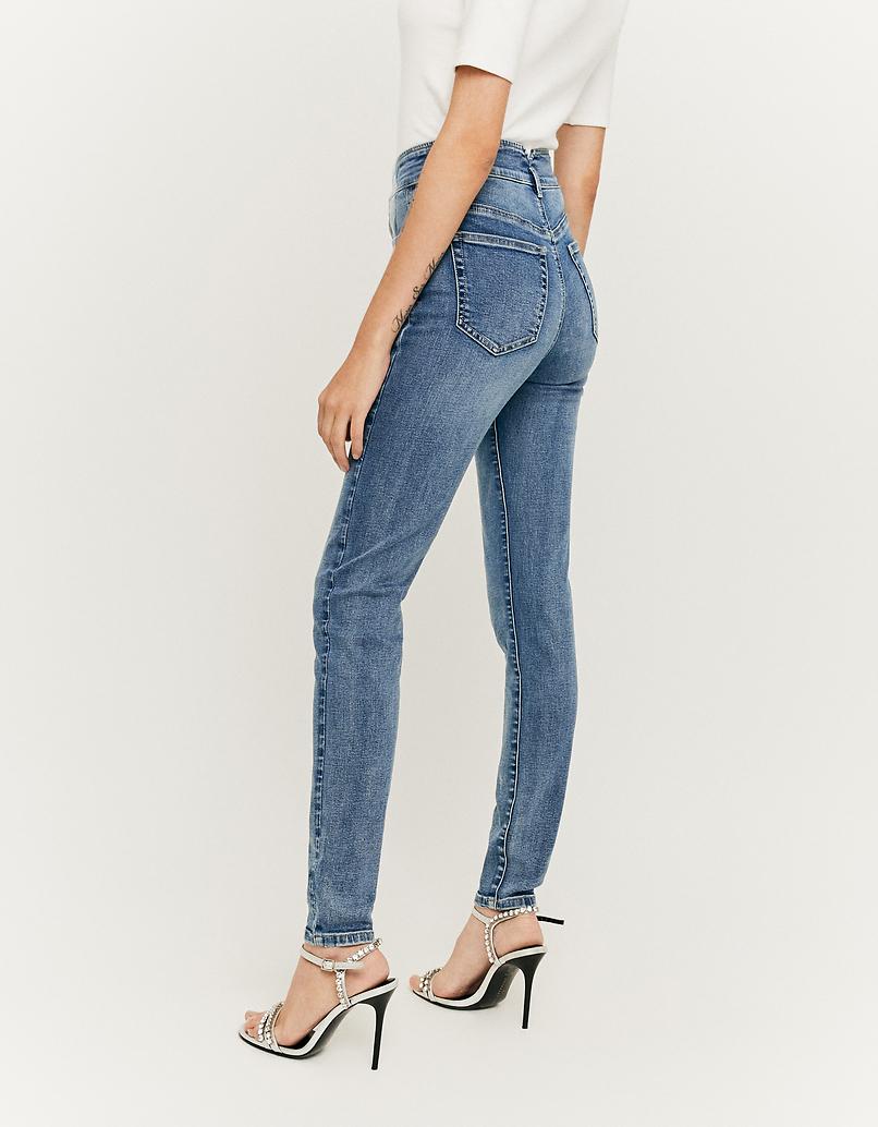 High Waist Jeans mit V-Cut an der Taille