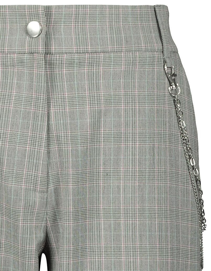 Zwężane spodnie w kratkę