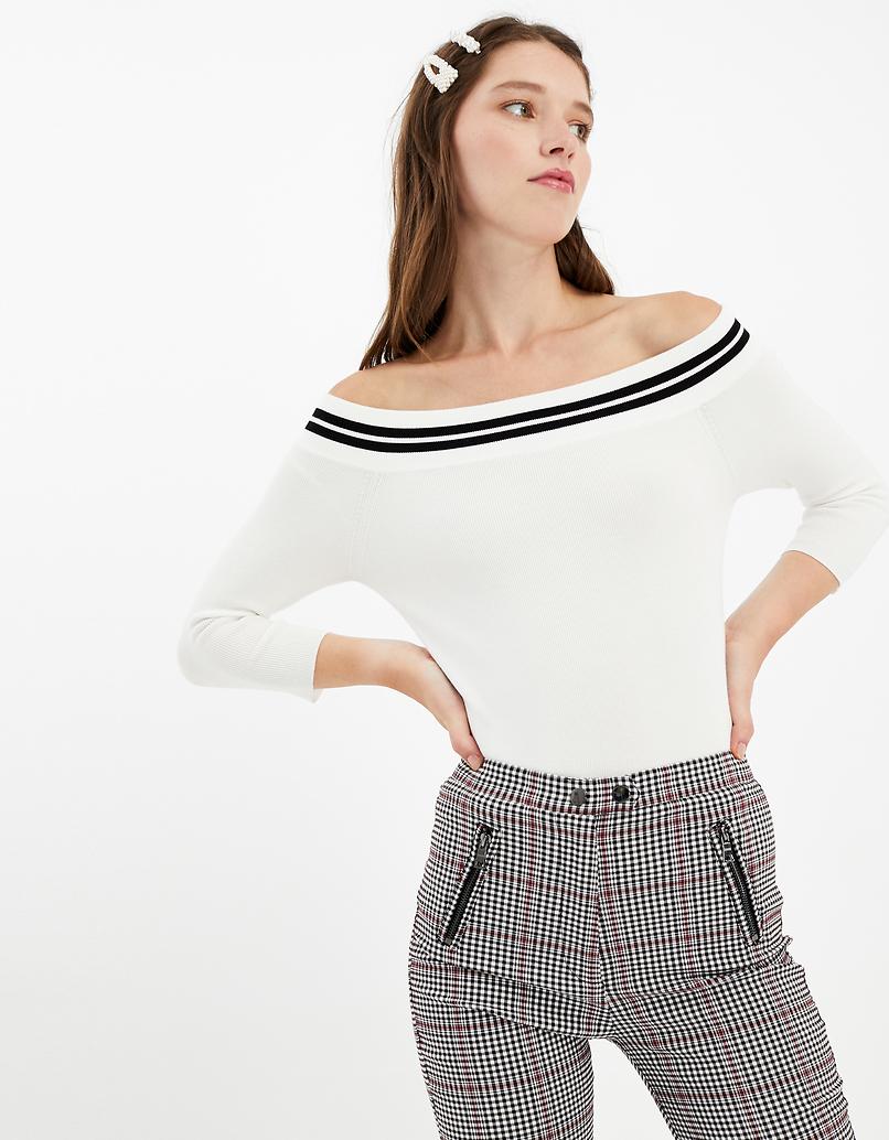 Weißer schulterfreier Pullover