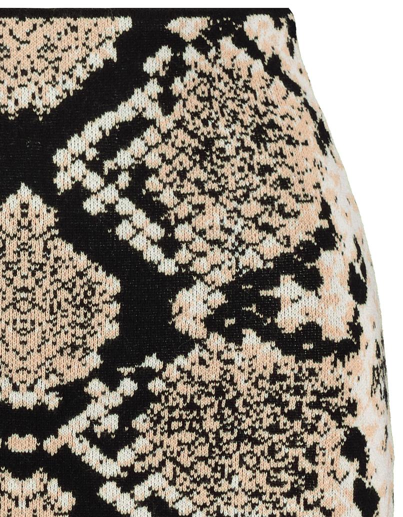Strickrock mit Schlangen-Muster