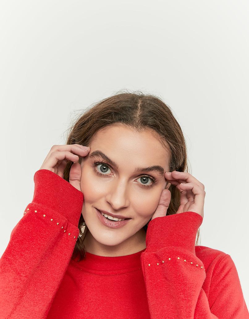 Rotes Sweatshirt mit Nieten