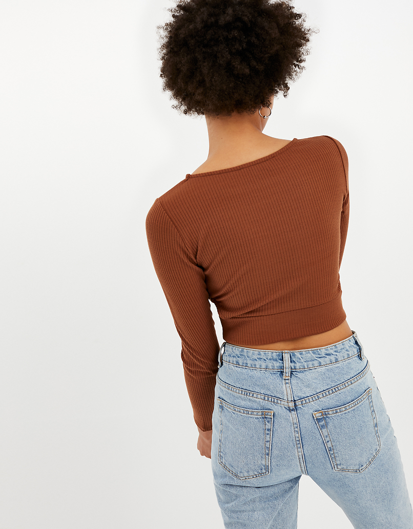 Braunes Crop Top mit Cut Outs