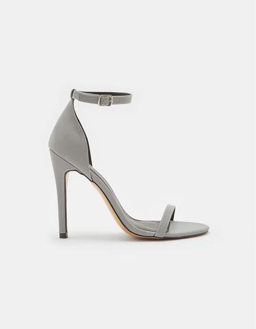 Sandalen mit hohen Absätzen