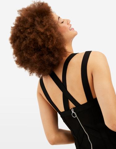 Schwarzes, figurbetontes Kleid