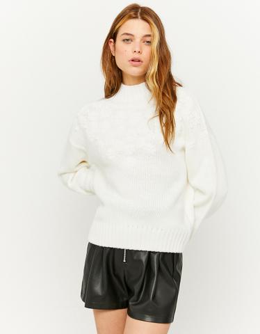 Weißer Pullover mit Stickereien