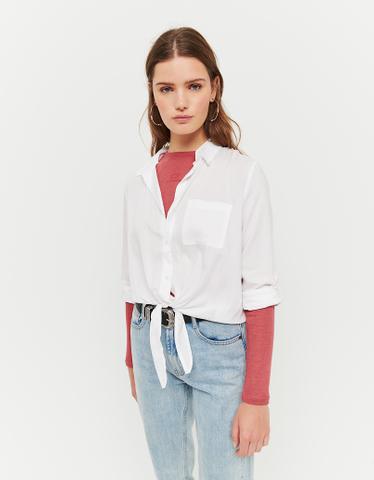 Kurzes Hemd mit Knoten