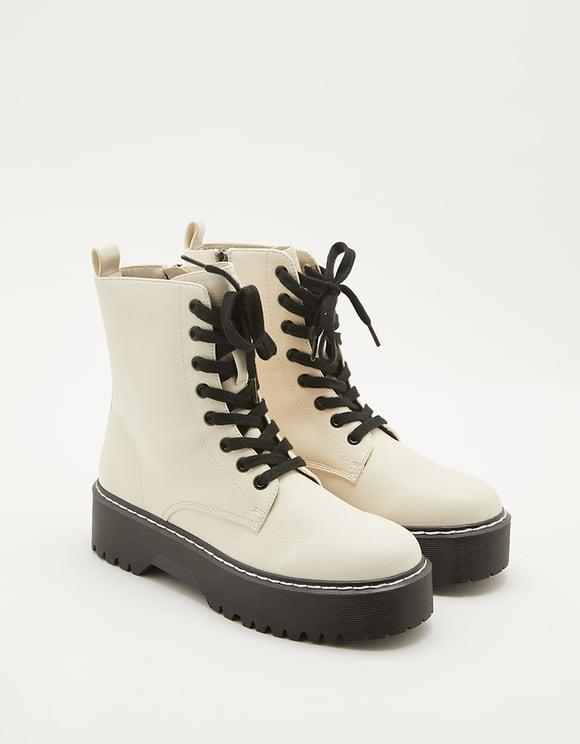 Białe sznurowane buty na grubej podeszwie