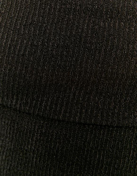 Schwarzer schulterfreier kurzer Pullover