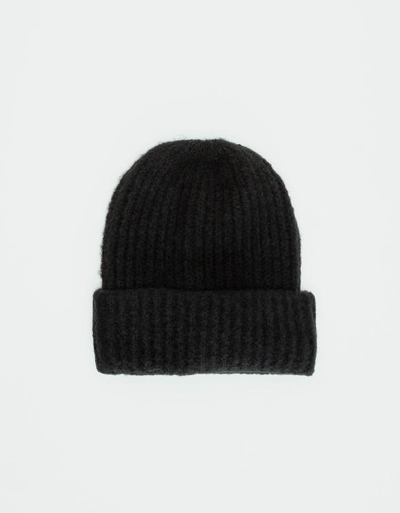 Czarna prązkowana czapka z dzianiny