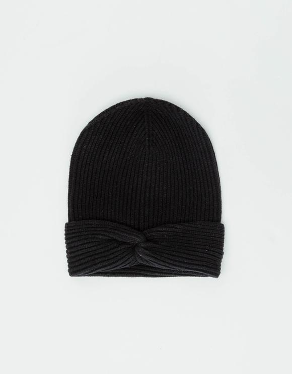 Strick-Mütze mit Knoten