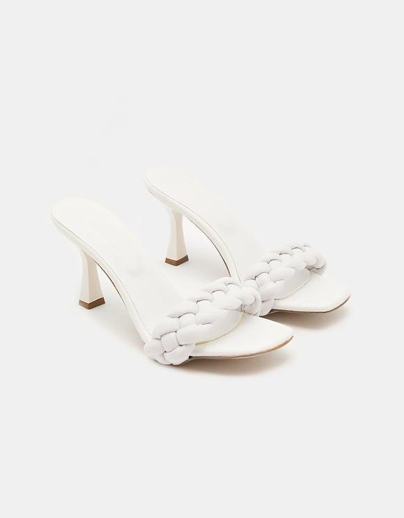 Hohe geflochtene Sandale