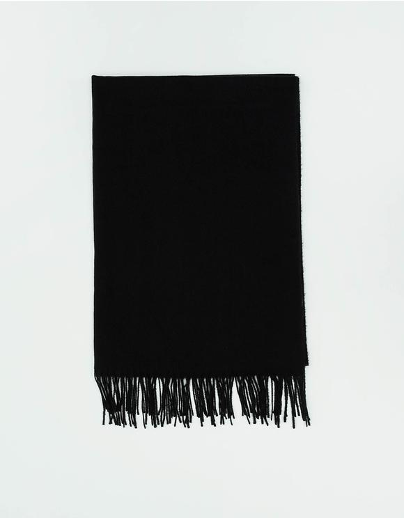 Czarny szalik z frędzlami