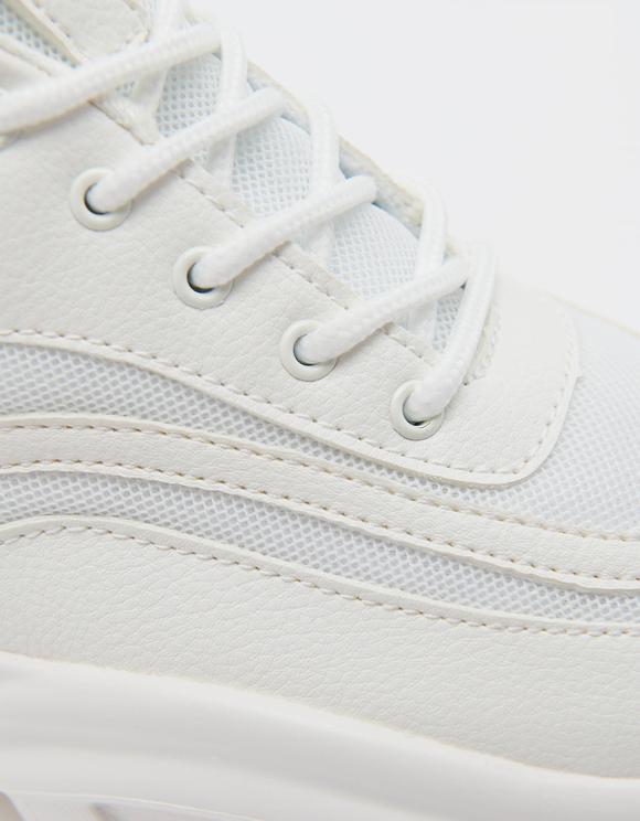 Weiße Sneakers mit dicke Sohle