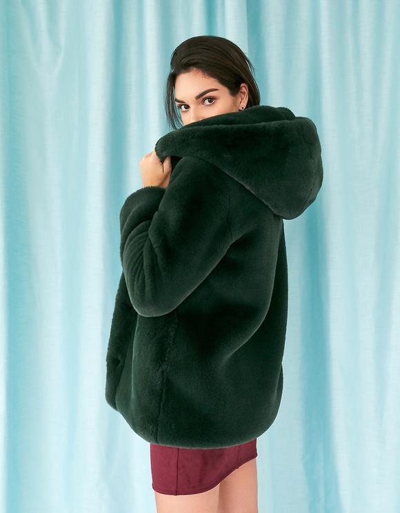 Ciemnozielony płaszcz z kapturem ze sztucznego futerka