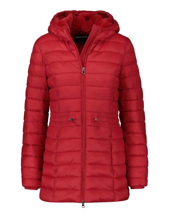 Roter flauschiger Mantel