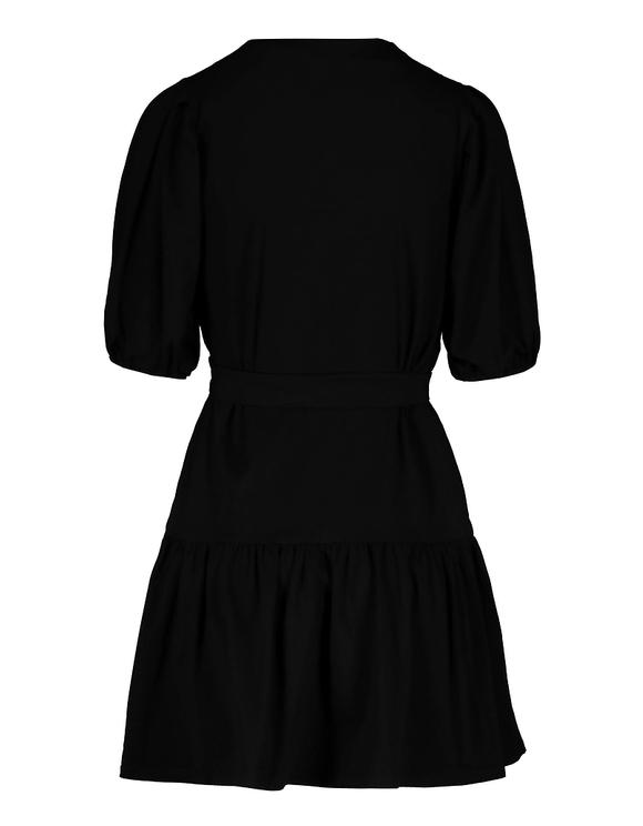 Czarna sukienka z paskiem