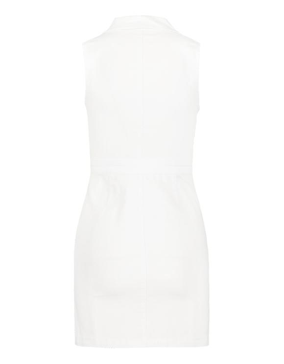 Weißes, figurbetontes Kleid