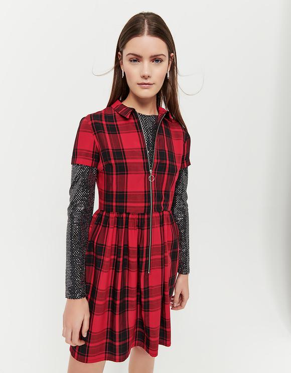 Rotes kariertes Kleid