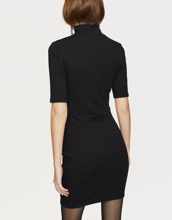 Schwarzes Kleid mit Knöpfen