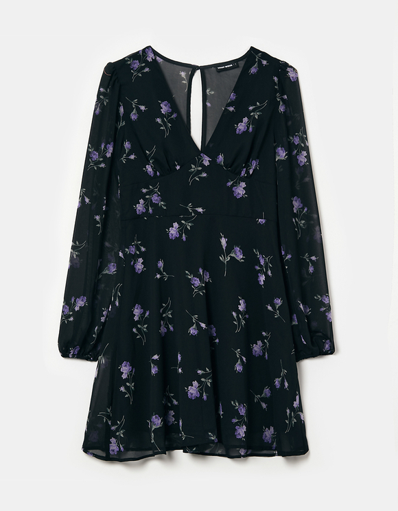 Kurzes Kleid mit V-Ausschnitt