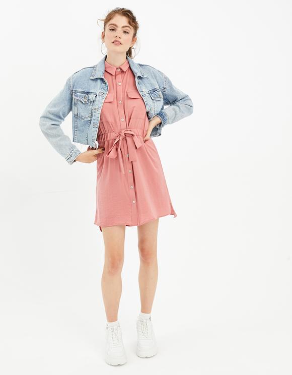 Różowa sukienka koszulowa