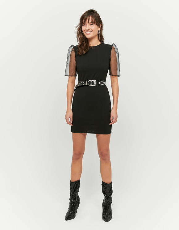 Czarna sukienka z rękawami z organzy