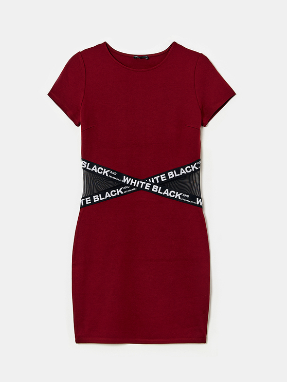 Bordeauxrotes figurbetontes Kleid