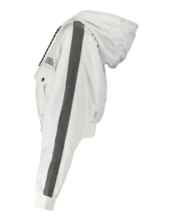 Weiße Windjacke