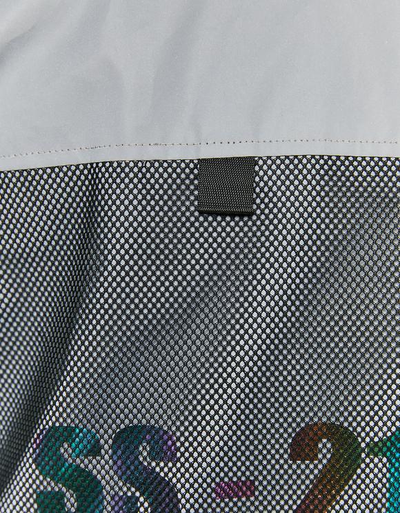 Windjacke mit Aufdruck & Taschen aus Fischnetz