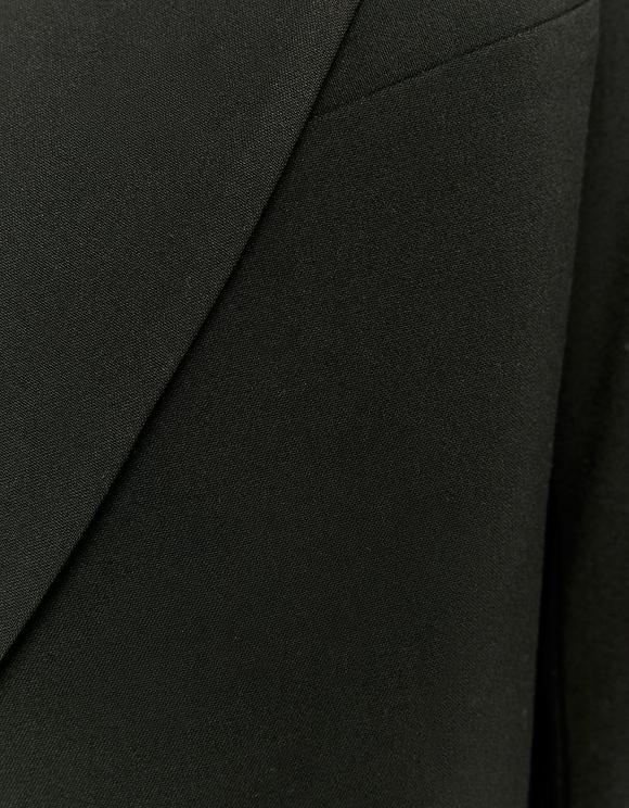 Kurzer taillierter Blazer
