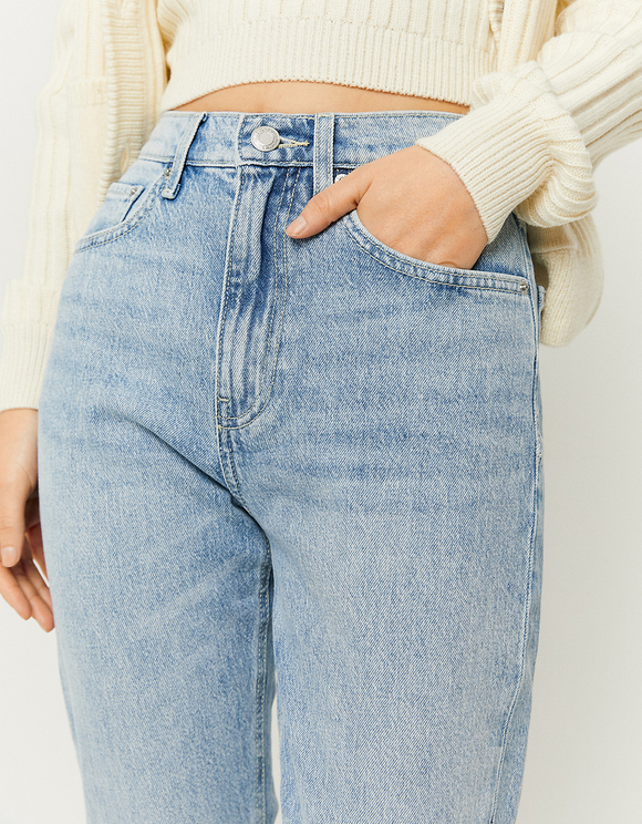 High Rise Straight Fit Jeans