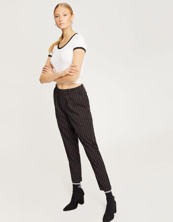 Czarne spodnie w prążki