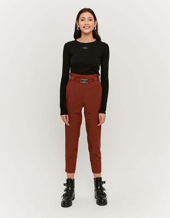 Kamelowe spodnie z paskiem