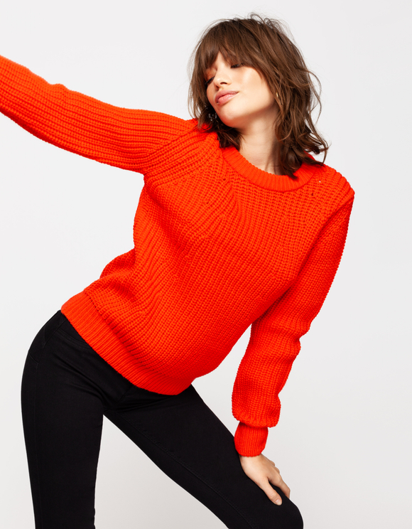 Orange-roter Strickpullover
