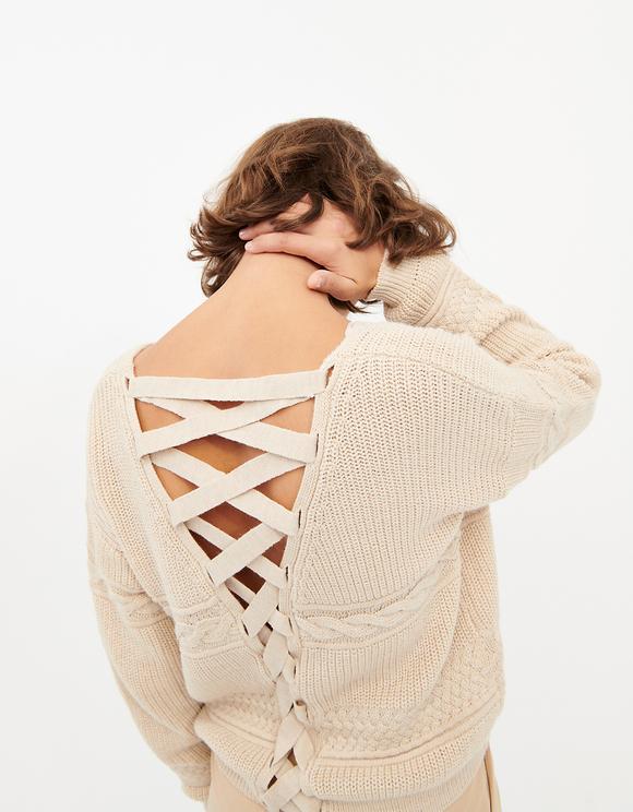 Beiger Pullover mit Criss Cross