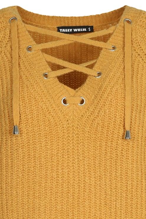 Gelber Strickpullover