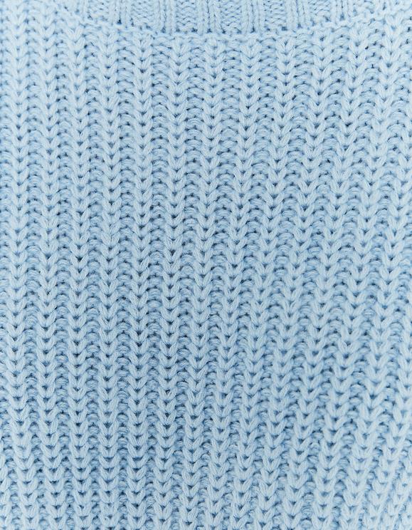 Blauer Pullover mit Stehkragen