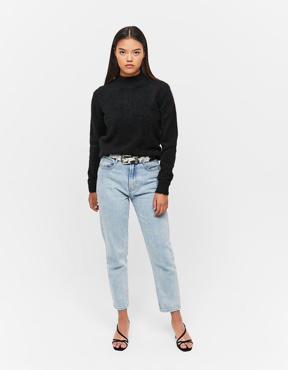 Schwarzer weicher Pullover