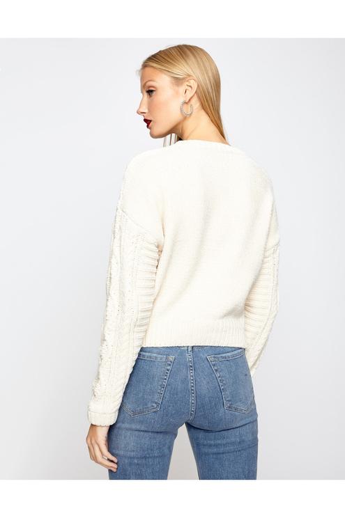 Weißer Strickpullover