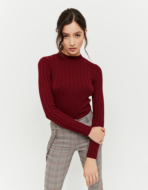Roter gerippter Pullover