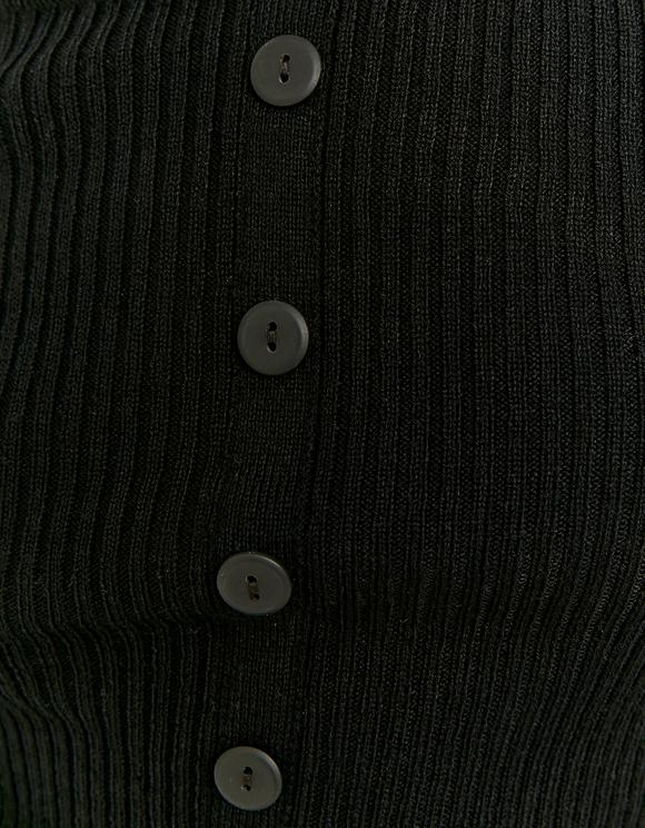 Czarny sweter w serek