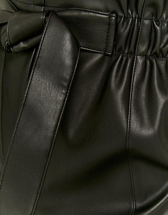 High Waist Paperbag Shorts aus Kunstleder
