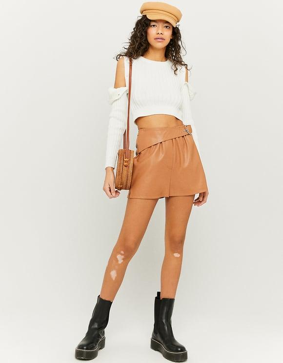 Braune Shorts aus Kunstleder mit Gürtel