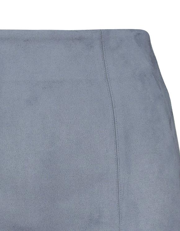 Hellblauer Minirock aus Wildlederoptik