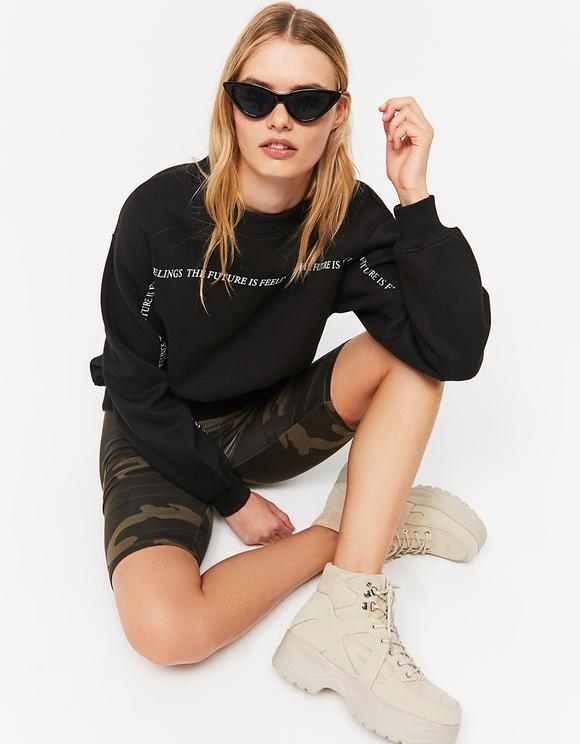 Schwarzes Sweatshirt mit Aufschrift